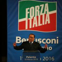 Berlusconi a Palermo, bagno di folla al Politeama: