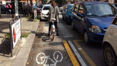 Sosta selvaggia, buche, stazioni incomplete l'odissea del bike sharing