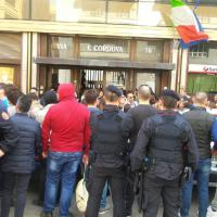Almaviva taglia tremila dipendenti, sit in davanti alla sede di Palermo