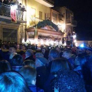"""Omaggio al boss durante la processione nel Catanese. Il sindaco: """"Errore di pochi sconsiderati"""""""