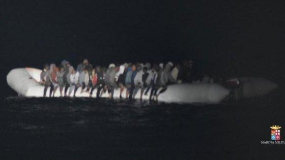 Migranti, oltre 1.500 salvati in 24 ore nel Canale di Sicilia (video)