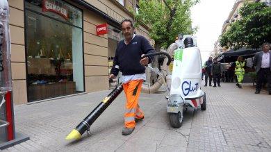 Palermo, arriva il maxi aspirapolvere per pulire le strade