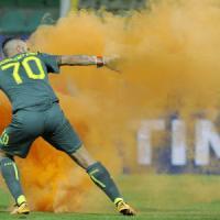 Scontri e cariche per Palermo-Lazio: otto ultras fermati per rissa