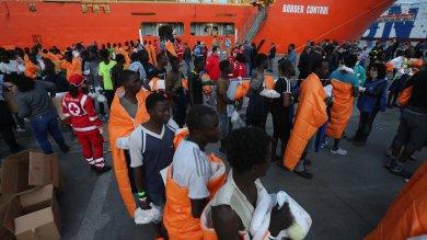Migranti: 138 minori soli tra i 900 giunti a Palermo