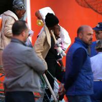 Palermo: lo sbarco dei 900 migranti, 138 minori non accompagnati