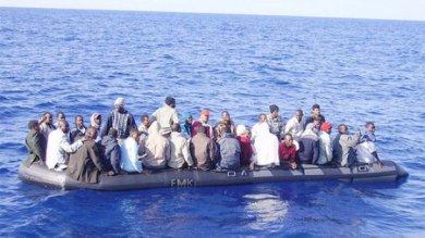 Migranti: sei cadaveri su un gommone nel Canale di Sicilia