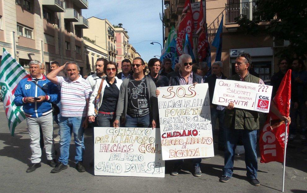 Palermo: la protesta dei tremila, senza lavoro e senza cig da un anno