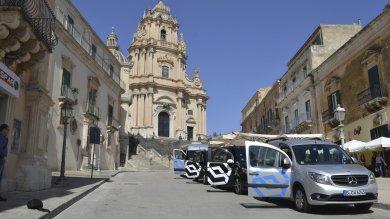 Ragusa: il taxi condiviso è siculo-tedesco, su strada il progetto Mercedes-Edisonweb