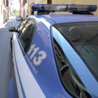 Palermo, folla circonda la polizia e fa fuggire rapinatore