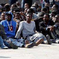Migranti: sbarcate 698 persone al porto di Augusta