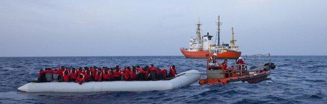 Migranti: agganciato il relitto del naufragio dello scorso anno, 25 ore per emergere