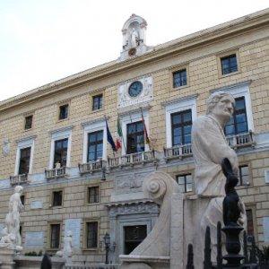 Dirigenti a contratto al Comune di Palermo, stop del Tar alle nomine del sindaco