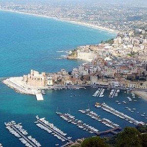 Calcestruzzo depotenziato al porto di Castellammare del Golfo, quattro a processo