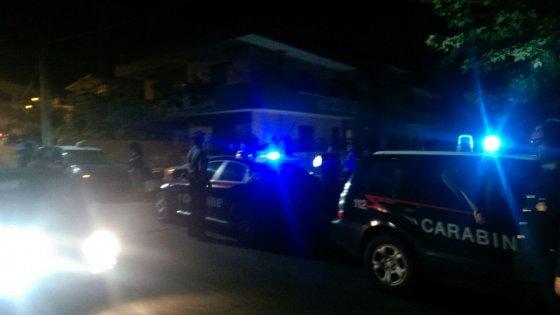 Catania, uccide a fucilate l'ex amante della moglie