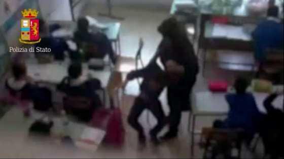 Messina, schiaffi e calci agli alunni: sospese tre insegnanti$