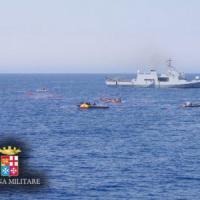 Barcone con seicento migranti affonda al largo della Libia, sette morti.