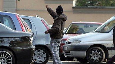 Palermo, minacciano coppia col coltello arrestati due posteggiatori in piazza Marina