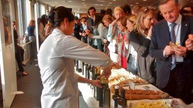L'olio siciliano ottiene il marchio Igp festa e degustazioni a Bruxelles  foto