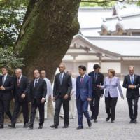 """Migranti, Ue: """"Serve sostegno del G7"""". Renzi: """"Il prossimo a Taormina, è scelta politica"""""""