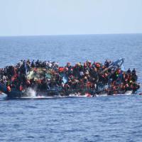 Tre neonati fra le 45 vittime del naufragio. In Sicilia sbarcano 3400 profughi