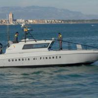 Palermo: inseguimento in mare fra finanzieri e pescatori abusivi di tonno