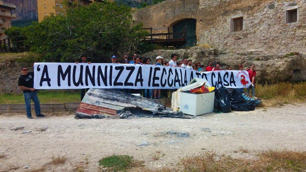 Palermo Pulita: i volontari puliscono la spiaggia di Vergine Maria