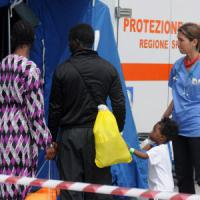 Minorenne incinta vittima di stupro tra i migranti sbarcati a Palermo