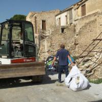 Palermo, le ruspe demoliscono le case abusive al Castello di Maredolce
