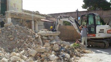 Castello di Maredolce: le ruspe abbattono le case abusive