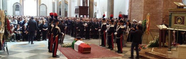 Marsala, chiesa madre gremita per il funerale del carabiniere ucciso