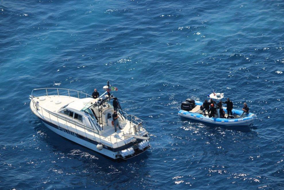 Elicottero Quanta Acqua Porta : Protezione civile l esercitazione di palermo vista dall