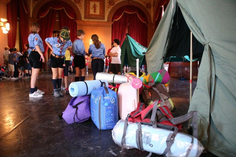 Palermo bambini dormono in tenda nelle sale del teatro