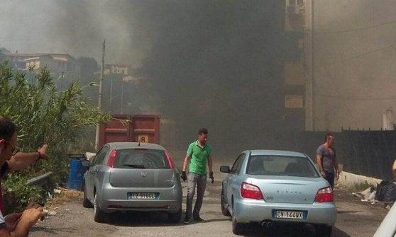"""Incubo incendi in Sicilia: autostrade chiuse, case sgomberate, evacuato asilo. Fiamme stringono i centri abitati. """"Sospetti di dolo"""""""