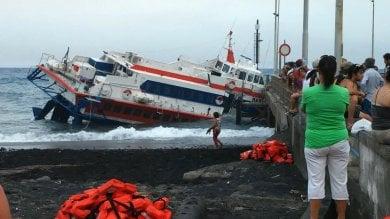 Aliscafo semi affondato a Stromboli, lunedì operazioni di recupero
