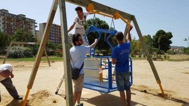 Palermo: a Parco Uditore la prima altalena per bimbi disabili