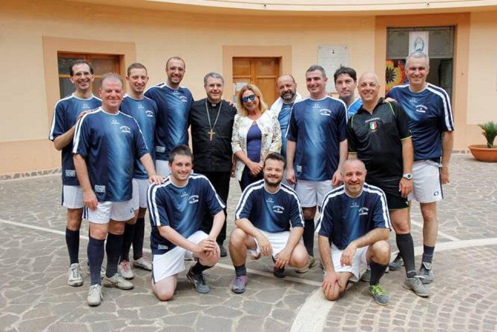 Palermo: all'Ucciardone sfida a calcetto fra preti e detenuti, in campo anche l'arcivescovo Lorefice