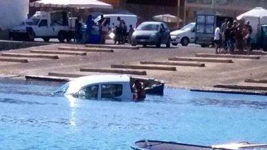 Auto in mare ad Agrigento, nessun ferito