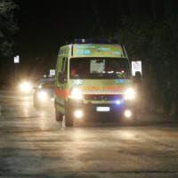 Si schianta con l'auto contro mezzi in sosta, grave una donna a Palermo