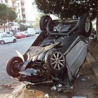 Ubriaca al volante si schianta contro auto in sosta, grave una donna a Palermo