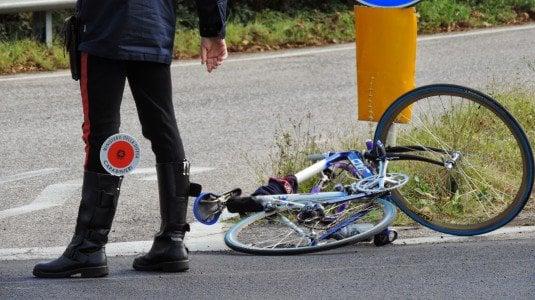 Incidente a Naro, auto travolge ciclisti: ferito palermitano