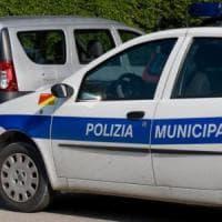Palermo, ragazze in scooter investono pedone e fuggono: ricercate