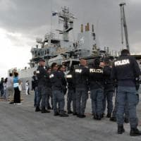 Migranti: sbarco Pozzallo, fermati tre scafisti