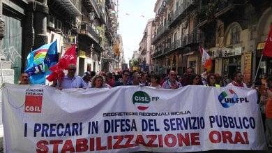 Il piano di Crocetta per i 16 mila precari        Foto            lavoratori in corteo con i sindaci