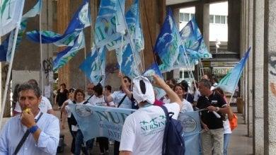 """In Sicilia un infermiere ogni 11 pazienti protesta in piazza: """"Sbloccate i concorsi""""  ft"""