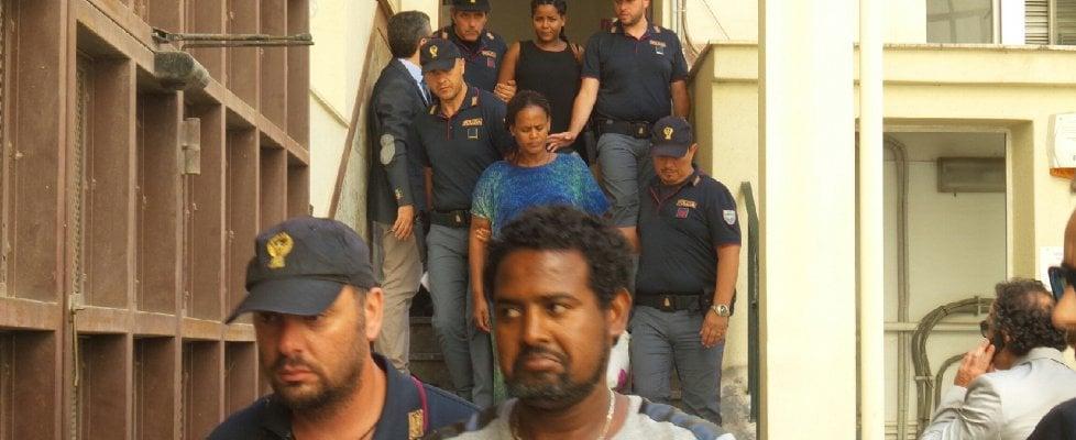 """Palermo, traffico di migranti: 38 fermi della polizia in tutta Italia. """"Profughi uccisi per espiantare gli organi"""""""