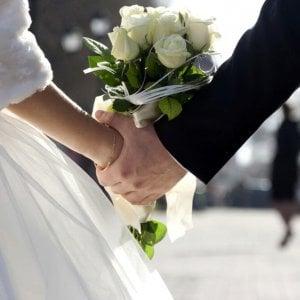"""Sposo """"beccato"""" con la testimone, party di nozze finisce in rissa a Caltanissetta"""