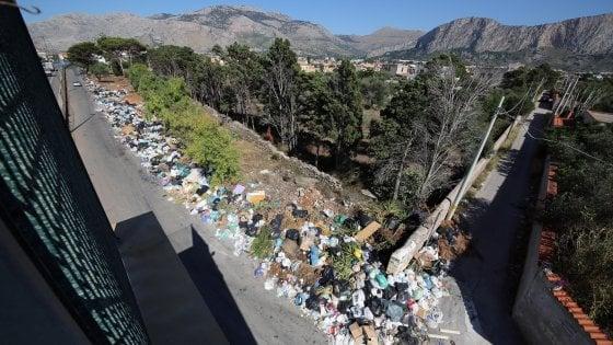 Emergenza rifiuti in Sicilia, la protesta dei sindaci