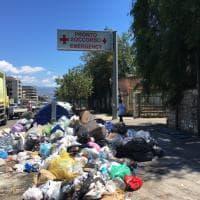 Messina: cumuli di rifiuti davanti all'ospedale, protesta sui social