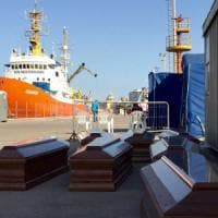 Migranti: a Trapani la nave Aquarius con 22 cadaveri. Soccorse oltre 2000 persone