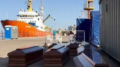 Migranti: a Trapani la nave Aquarius  con 22 cadaveri, inchiesta della procura